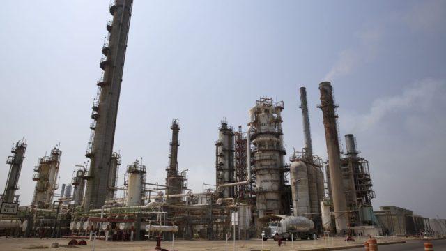 Pemex detiene operaciones en refinería de Salina Cruz por falla eléctrica